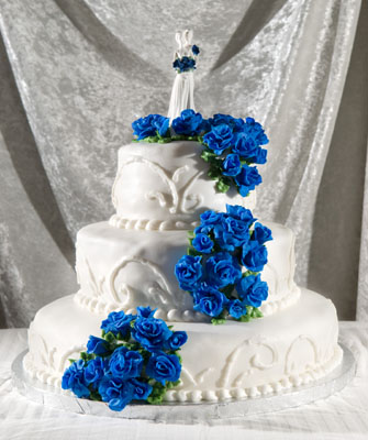 http://www.cremedelacakes.ca - 3-tier Wedding Cake with Fondant Roses