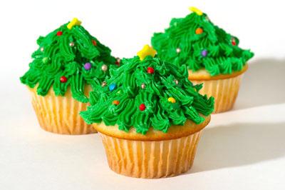 http://www.cremedelacakes.ca - Christmas Cupcakes