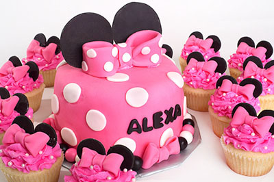 http://www.cremedelacakes.ca - Minnie Mouse Cake & Cupcakes