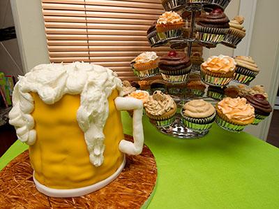 http://www.cremedelacakes.ca - Beer Mug Cake
