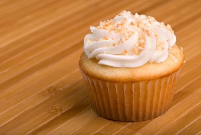http://www.cremedelacakes.ca - Coconut Cupcakes
