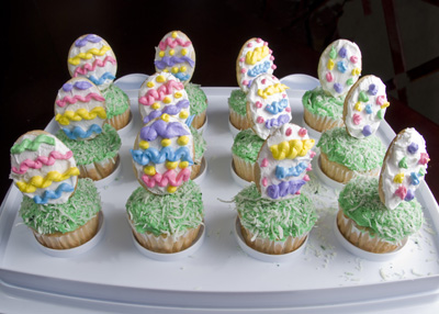 http://www.cremedelacakes.ca - Easter Cupcakes