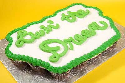 http://www.cremedelacakes.ca - Custom Written Cupcake Cake