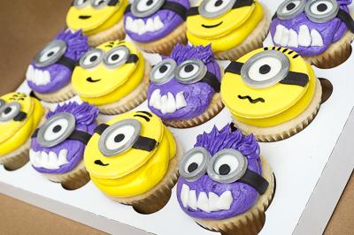 http://www.cremedelacakes.ca - Minion Cupcakes