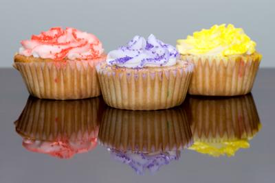 http://www.cremedelacakes.ca - Rainbow Cupcakes