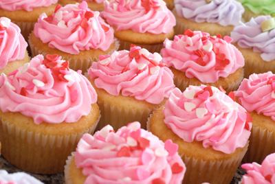 http://www.cremedelacakes.ca - Romantic Cupcakes