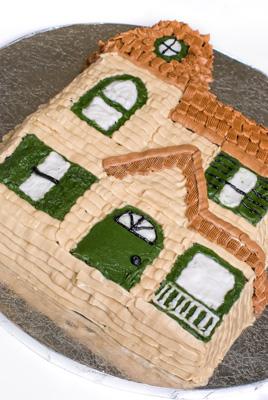 http://www.cremedelacakes.ca - Housewarming Cake