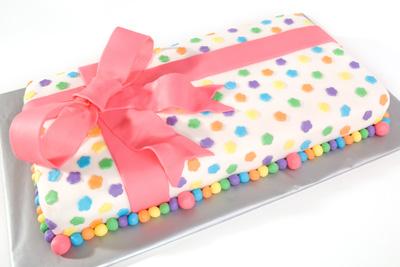 http://www.cremedelacakes.ca - Long Present Cake