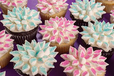 http://www.cremedelacakes.ca - Marshmallow Flowers