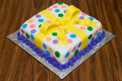 http://www.cremedelacakes.ca - Square Cake