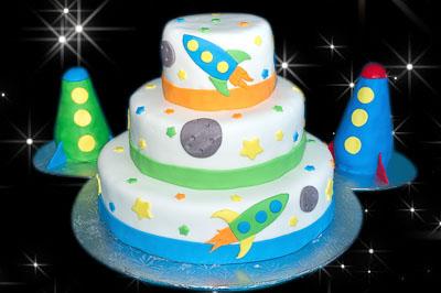 http://www.cremedelacakes.ca - Rocket Cake
