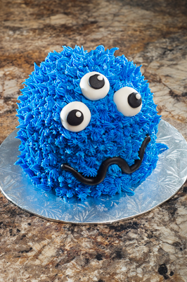 http://www.cremedelacakes.ca - Monster Cake