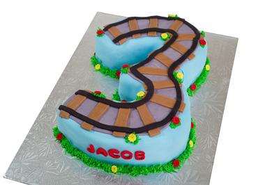 http://www.cremedelacakes.ca - Train Cake