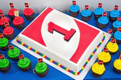 Creme De La Cakes Custom Cakes Cupcakes And Decorated