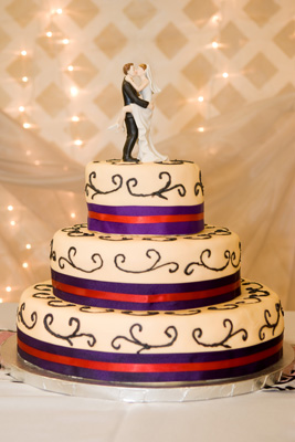 http://www.cremedelacakes.ca - 3-tier Wedding Cake with Ribbon