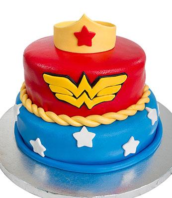 http://www.cremedelacakes.ca - Wonder Woman