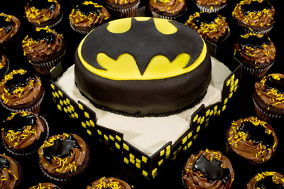https://www.cremedelacakes.ca - Batman Skyline