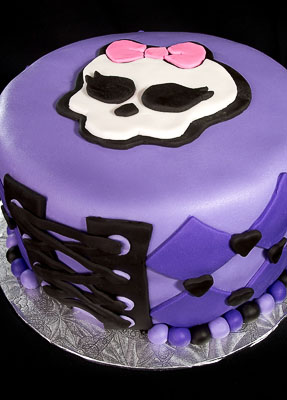 https://www.cremedelacakes.ca - Monster High Cake