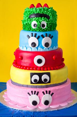 https://www.cremedelacakes.ca - Yo Gabba Gabba Cake