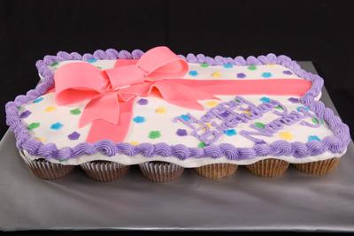 https://www.cremedelacakes.ca - Birthday Cupcake Cake