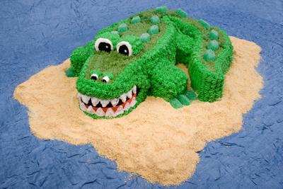 https://www.cremedelacakes.ca - Crocodile Cake