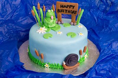 https://www.cremedelacakes.ca - Frog Cake