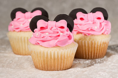 https://www.cremedelacakes.ca - Disney Decorated Cupcakes