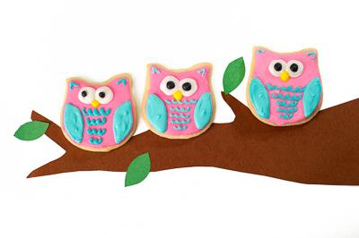 https://www.cremedelacakes.ca - Owl Cookies
