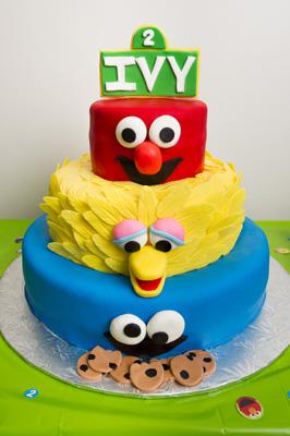 https://www.cremedelacakes.ca - Sesame Street Cake