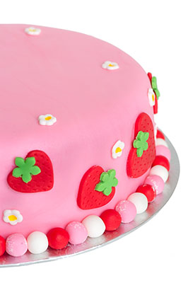 https://www.cremedelacakes.ca - Strawberry Cake